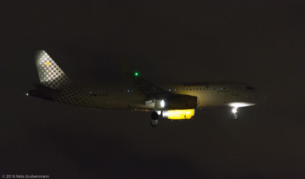vueling_A320_EC-LVV_ZRH160208