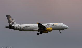vueling_A320_EC-KMI_ZRH160329