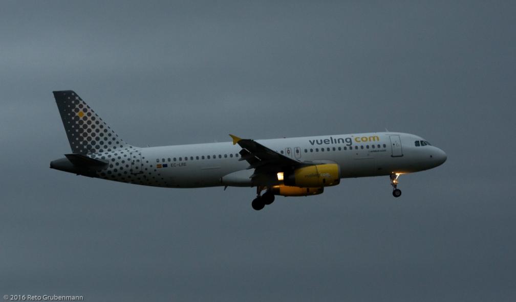 vueling_A320_EC-LRE_ZRH160405