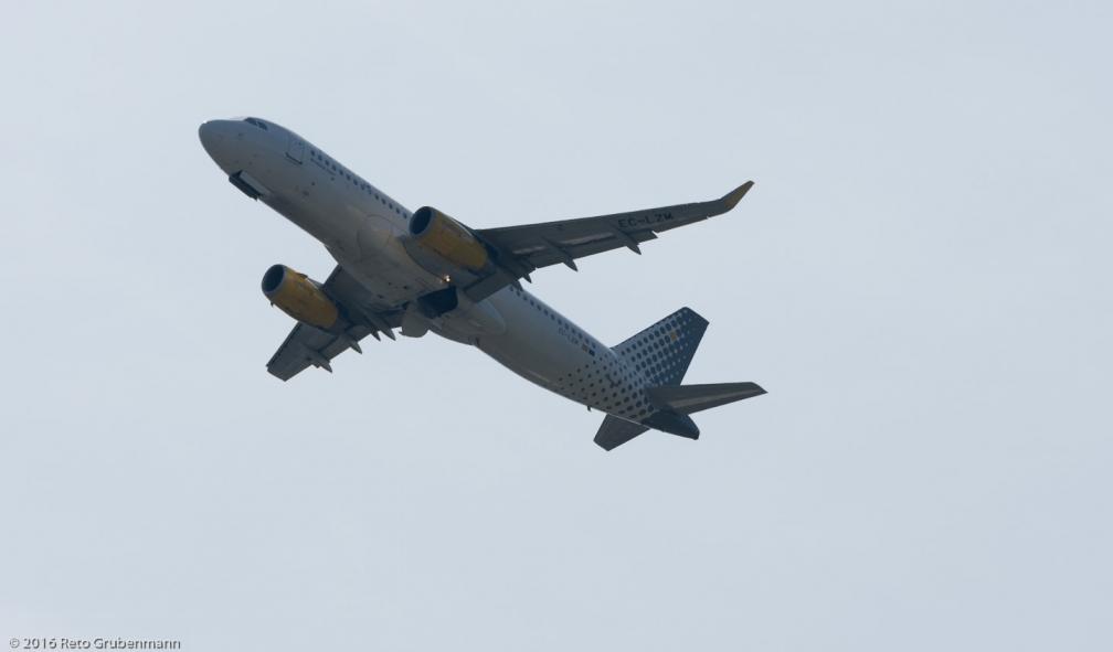 vueling_A320_EC-LZM_ZRH160410