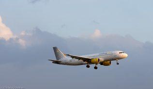 vueling_A320_EC-HQL_ZRH160411