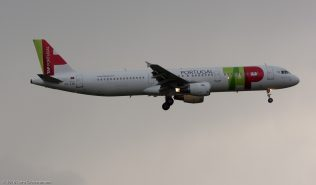 TAPPortugal_A321_CS-TJE_ZRH160430