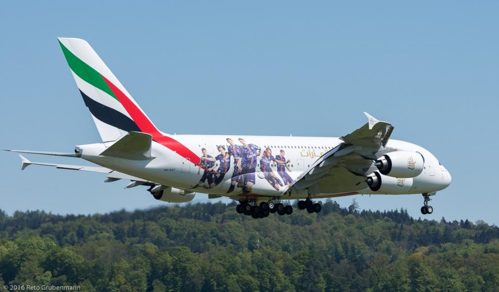 Emirates_A388_A6-EOT_ZRH160505_02