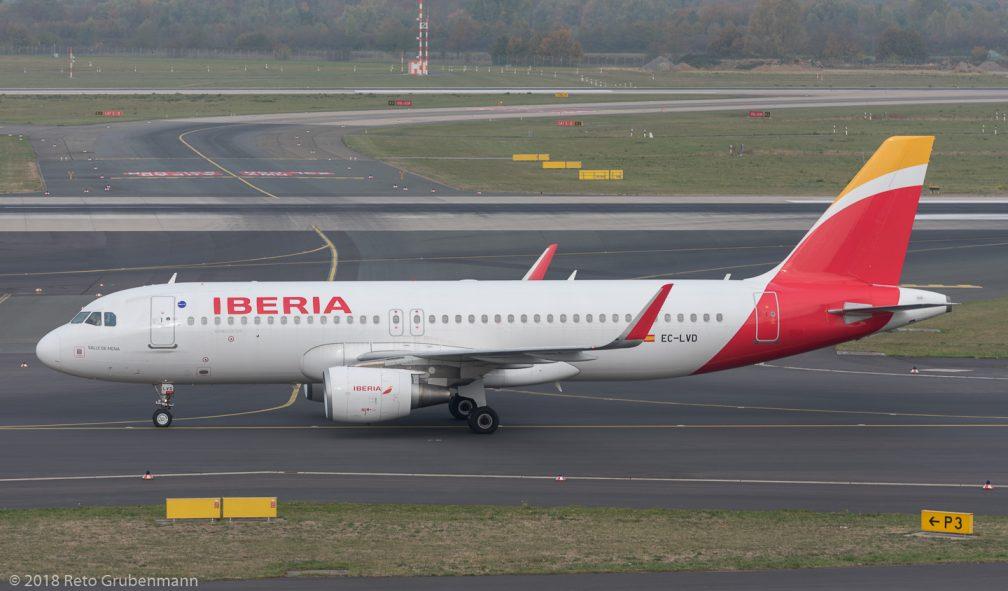 Iberia_A320_EC-LVD_DUS181019_01