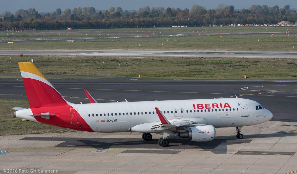Iberia_A320_EC-LVD_DUS181019_02