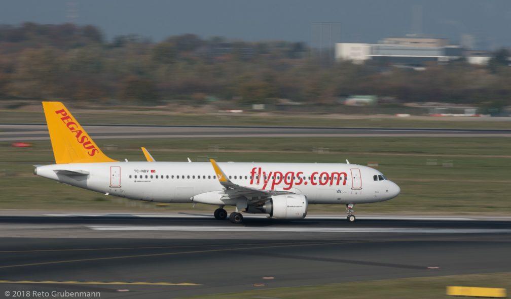 PegasusAirlines_A20N_TC-NBV_DUS181019_02