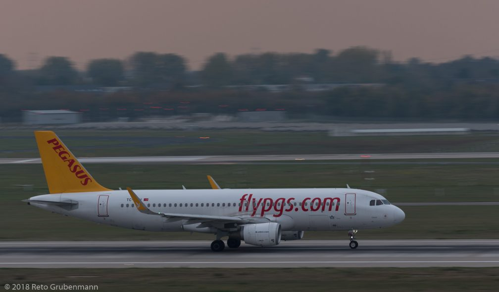 PegasusAirlines_A320_TC-DCH_DUS181019_02