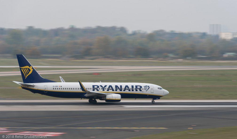 Ryanair_B738_EI-DPV_DUS181019_02