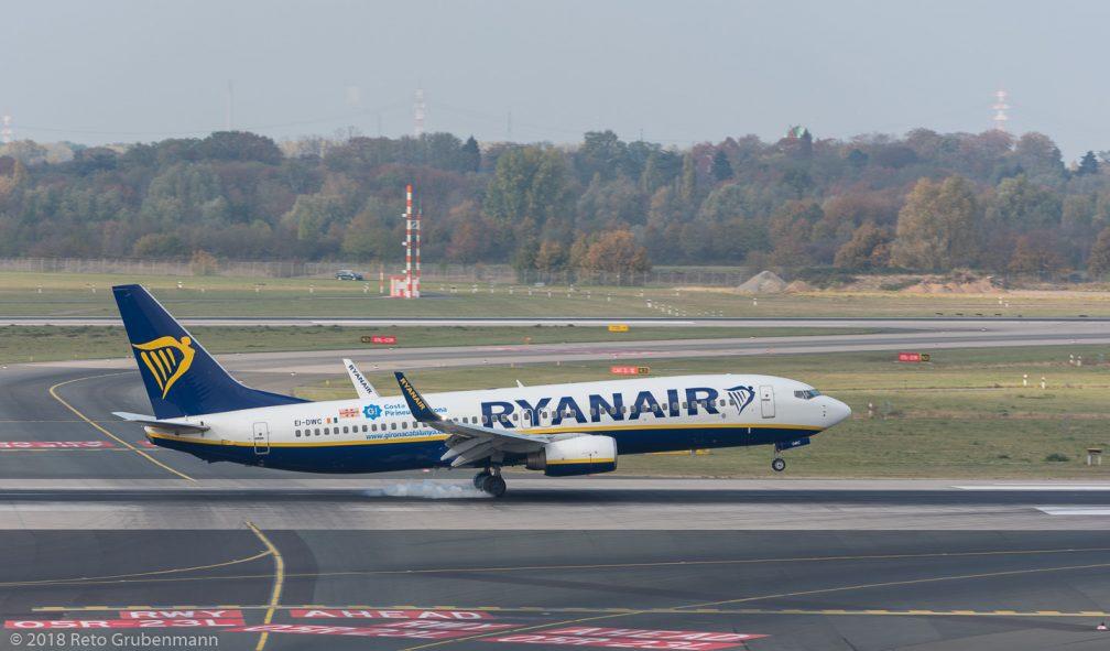 Ryanair_B738_EI-DWC_DUS181019_01