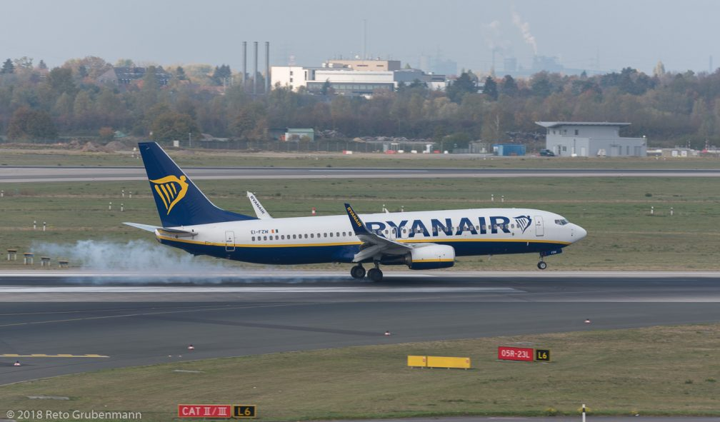 Ryanair_B738_EI-FZW_DUS181019