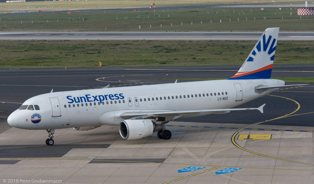 SunExpress_A320_LY-NVZ_DUS181019_01