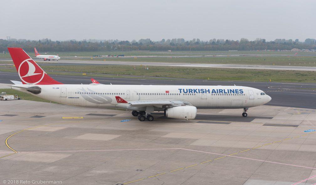 TurkishAirlines_A333_TC-JNM_DUS181019