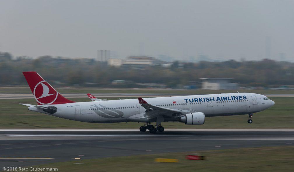 TurkishAirlines_A333_TC-JNT_DUS181019