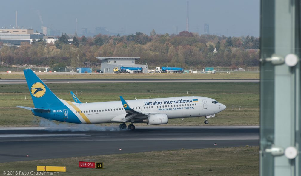 UkraineInternationalAirlines_B738_UR-PSC_DUS181019_01