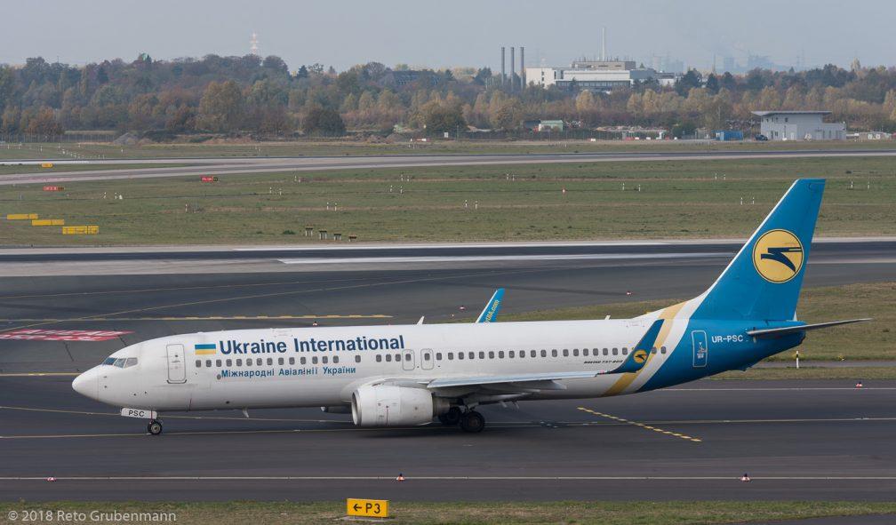 UkraineInternationalAirlines_B738_UR-PSC_DUS181019_02