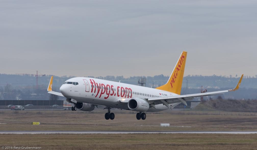 PegasusAirlines_B738_TC-CPM_STR161209
