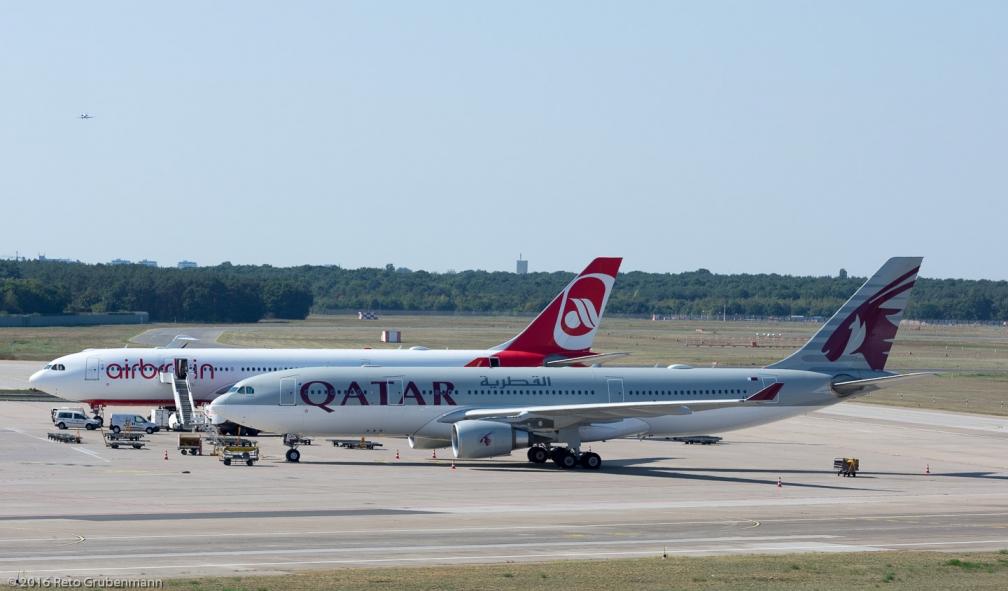 QatarAirways_A332_A7-ACH_AirBerlin_A332_D-ABXB_TXL160915