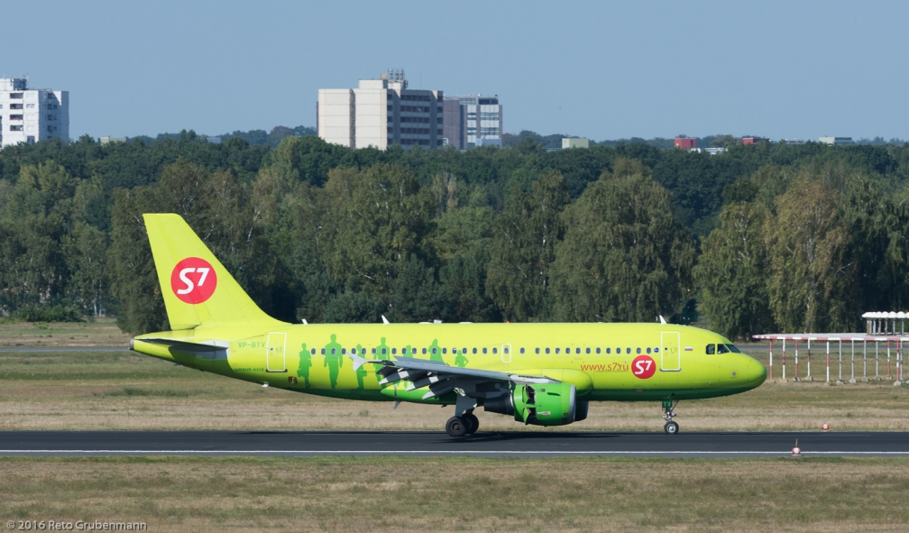 S7Airlines_A319_VP-BTV_TXL160915_01