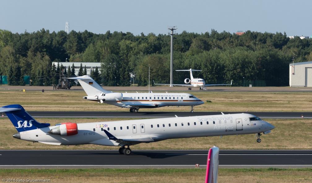 ScandinavianAirlines_CRJ9_OY-KFD_TXL160915