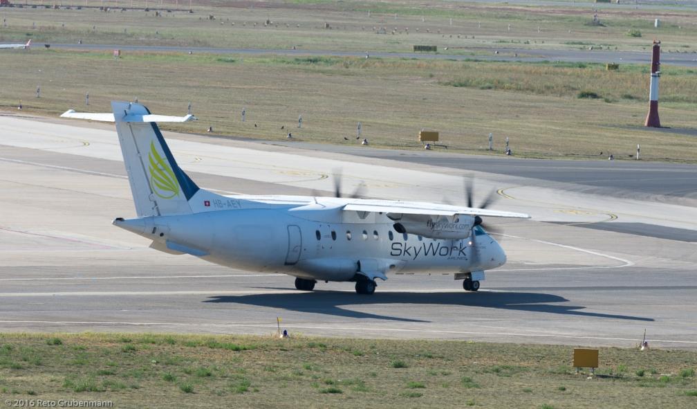 SkyWorkAirlines_D328_HB-AEY_TXL160915_02