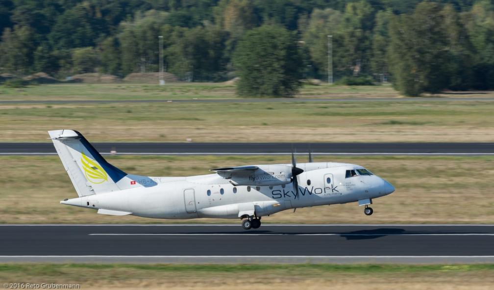 SkyWorkAirlines_D328_HB-AEY_TXL160915_03