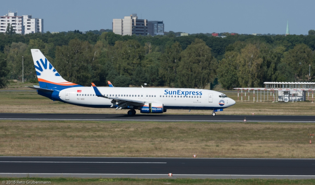 SunExpress_B738_TC-SEE_TXL160915_01