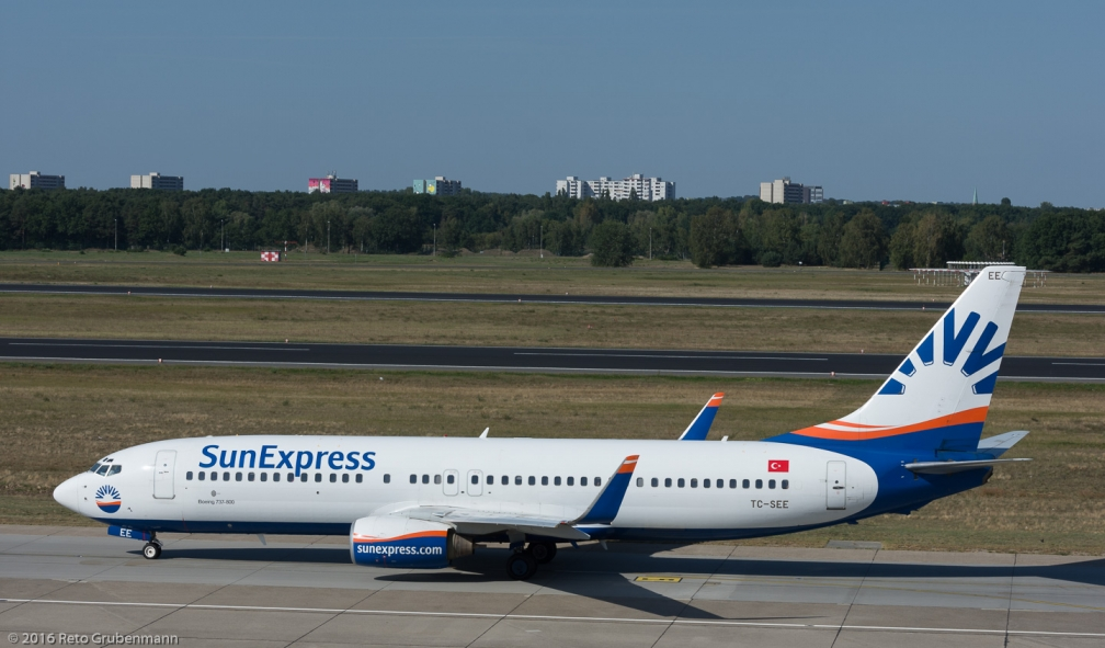 SunExpress_B738_TC-SEE_TXL160915_02