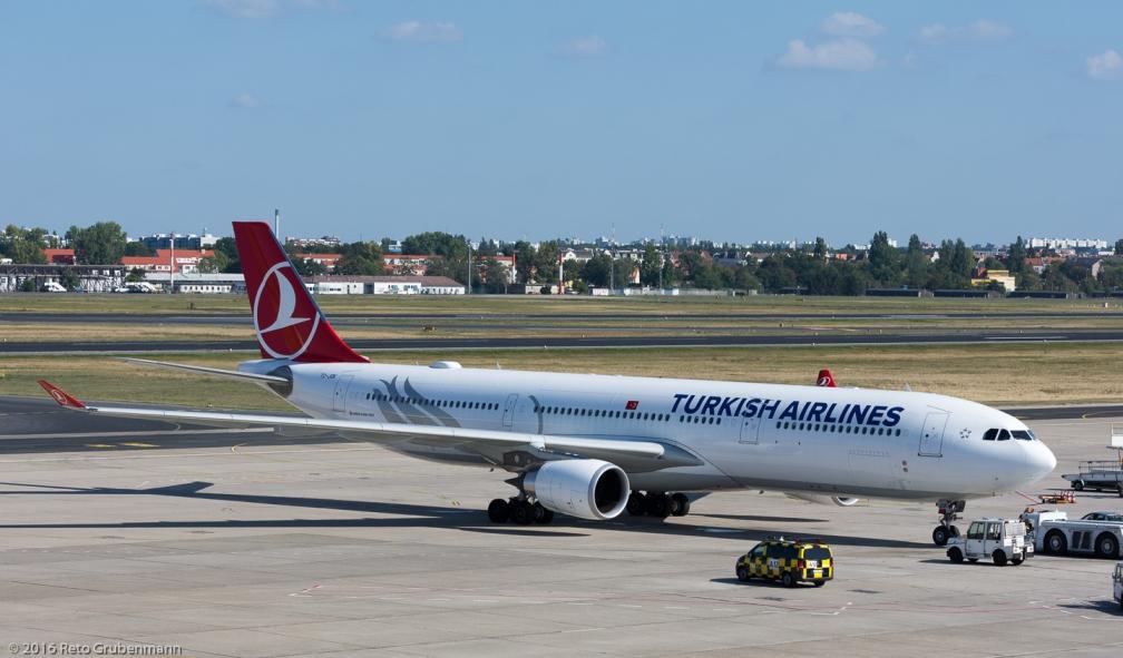 TurkishAirlines_A333_TC-JOK_TXL160915