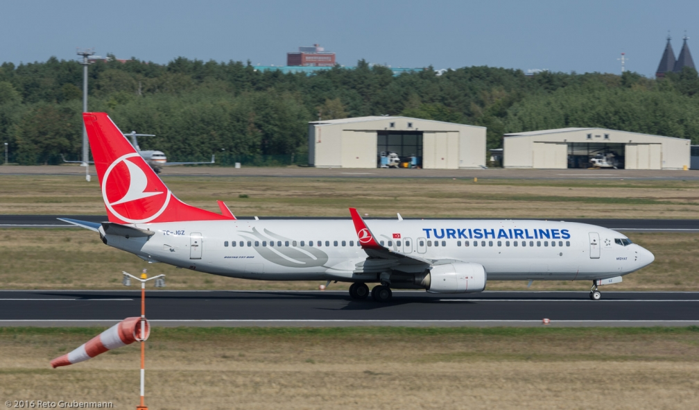 TurkishAirlines_B738_TC-JGZ_TXL160915