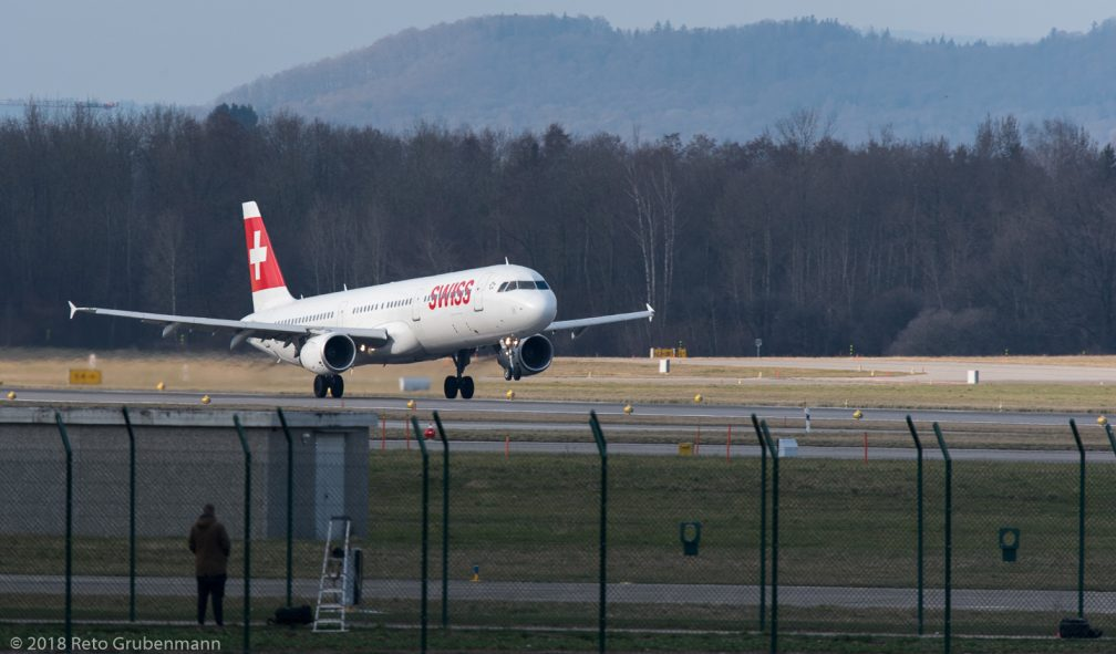 Swiss_A321_HB-IOC_ZRH180323