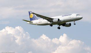 Lufthansa_A320_D-AIQL_ZRH120810