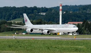 Qatar_A345_A7-HHH_ZRH120810_01