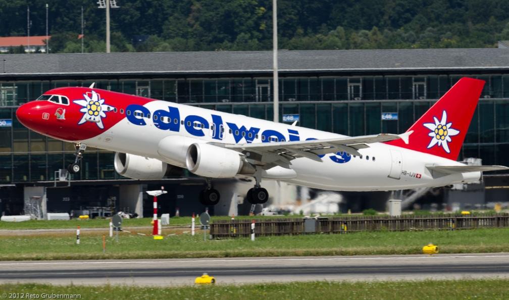 Edelweiss_A320_HB-IJV_ZRH120810