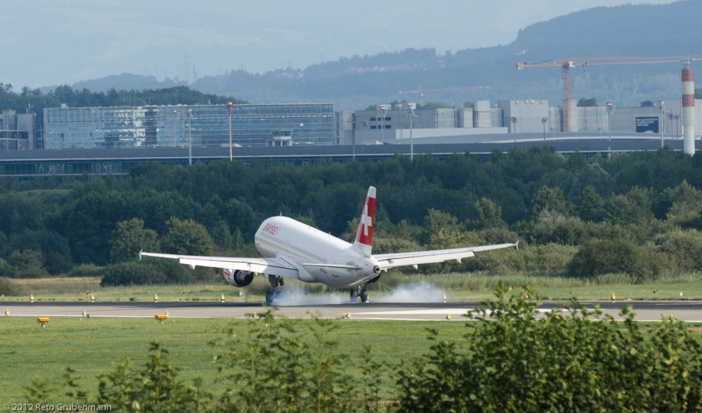 Swiss_A320_HB-JLQ_ZRH120810