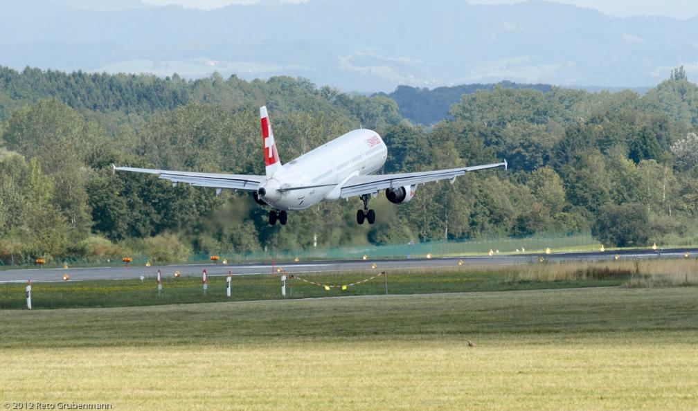 Swiss_A321_HB-IOC_ZRH120810