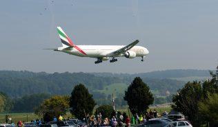 Emirates_B773_A6-ENE_ZRH130924_03