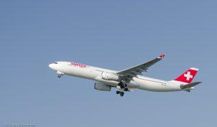 Swiss_A333_HB-JHE_ZRH130925_02