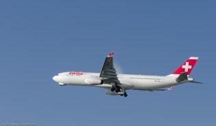 Swiss_A333_HB-JHE_ZRH130925_03