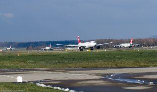 Swiss_A333_HB-JHI_ZRH131201_01