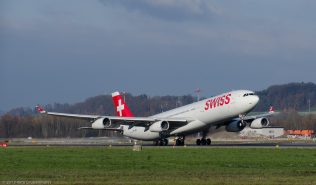 Swiss_A343_HB-JMJ_ZRH131201_01