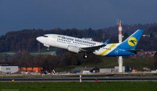 UkraineInternationalAirlines_B735_UR-GAU_ZRH131201
