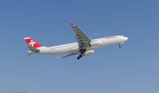Swiss_A333_HB-JHF_ZRH140308