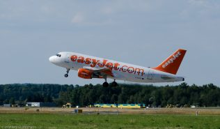 Easyjet_A319_G-EZFE_ZEH140621