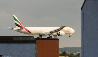 Emirates_B77W_A6-EBG_ZRH150620