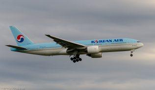 KoreanAir_B772_HL7751_ZRH150623