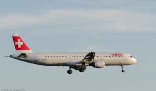 Swiss_A321_HB-IOF_ZRH150628