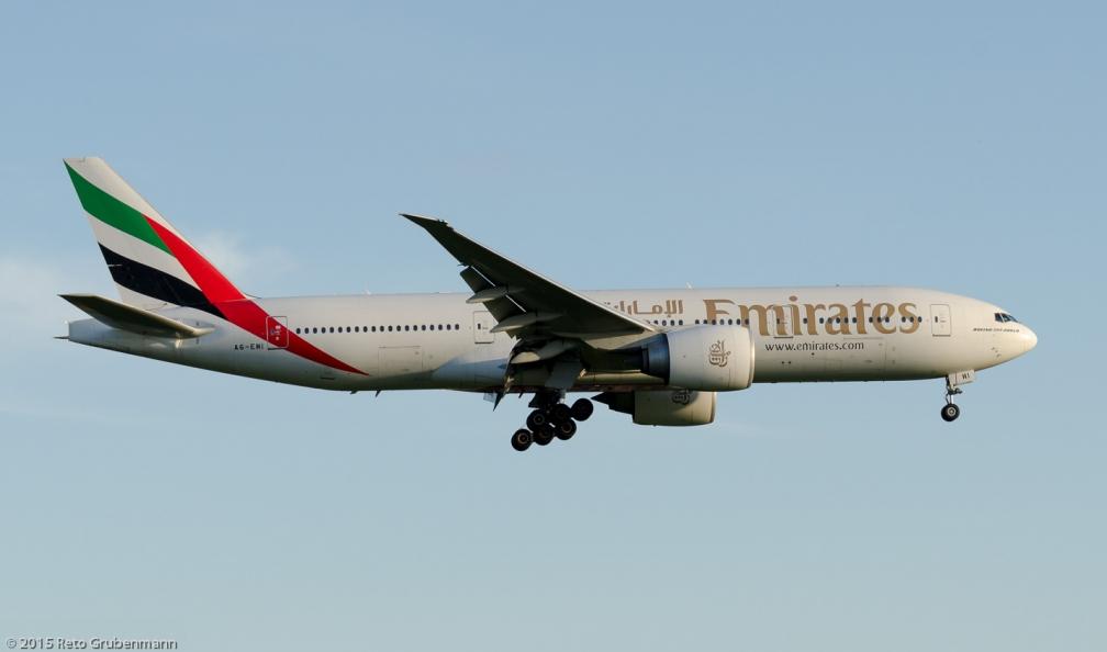 Emirates_B77L_A6-EWI_ZRH150628_01