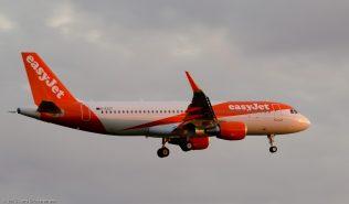 easyJet_A320_G-EZOT_ZRH150709