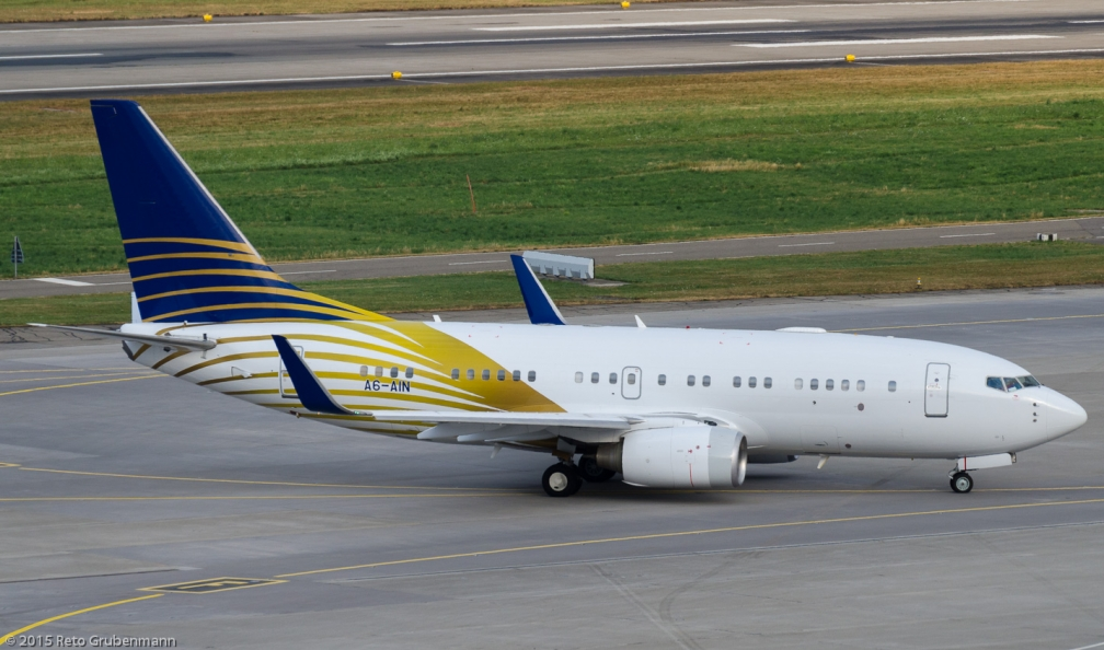 RoyalJet_B737_A6-AIN_ZRH150719_02