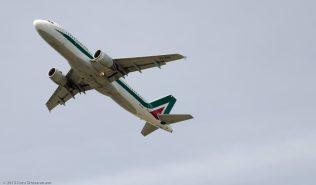 Alitalia_A320_EI-EIA_ZRH150726